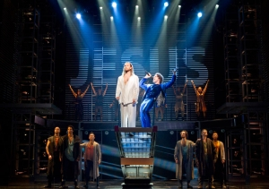 Paul Nolan (l), Josh Young and the Company of JESUS CHRIST SUPERSTAR