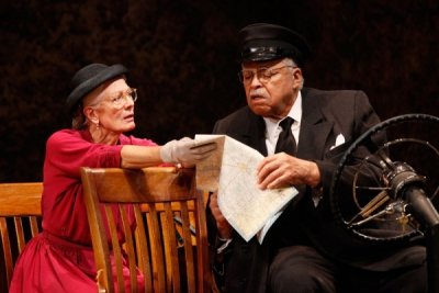 Vanessa Redgrave and James Earl Jones in DRIVING MISS DAISY